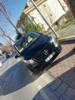 سيارة مع سائق في تركيا