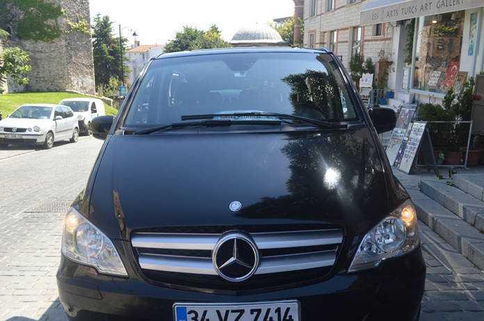 سيارة مع سائق في بودروم